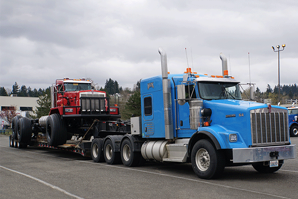heavy haul trailer moving machinery