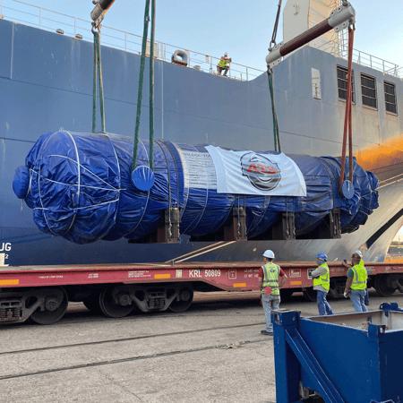 Flue gas vessel being loaded onto a rail car