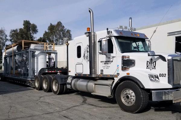 Drop-deck heavy haul truck