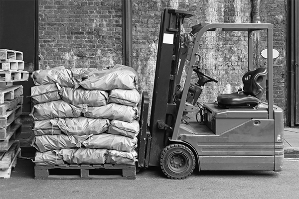 Forklift and pallet for freight shipment